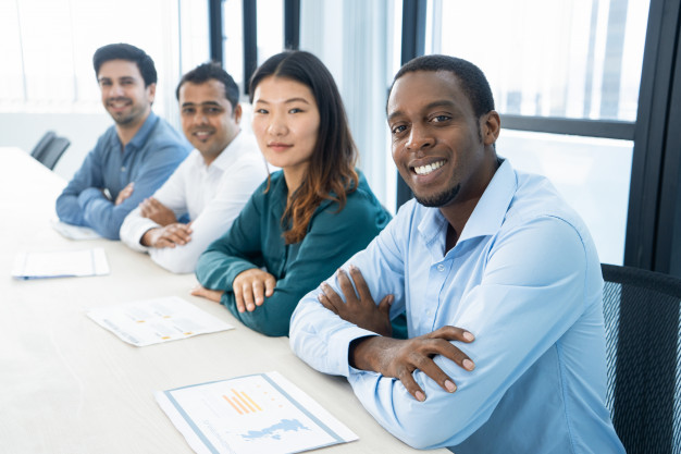 happy-excited-multiethnic-business-students-ready-seminar_1262-12671